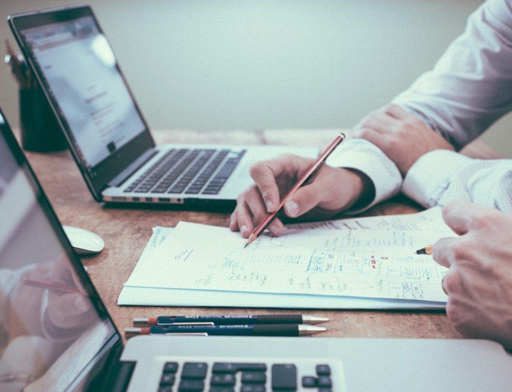 IFRS 15 & ASC 606: Neue Rechnungslegungs-Standards für Umsätze mit Kunden